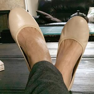 Hush puppies 🐶 beige w/leather upper and cushy